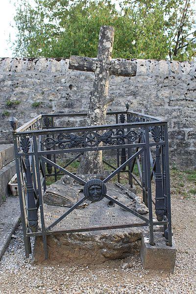 Photo du Monument Historique Monument funéraire du chasseur Marin Gousset, situé dans le cimetière situé à Lons-le-Saunier