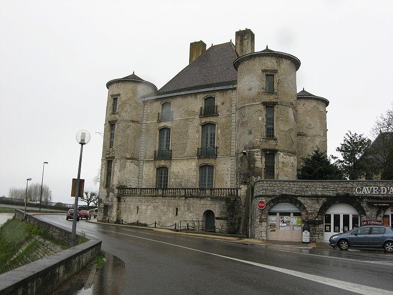 Photo du Monument Historique Château de Montréal ou château d'Orthe situé à Peyrehorade