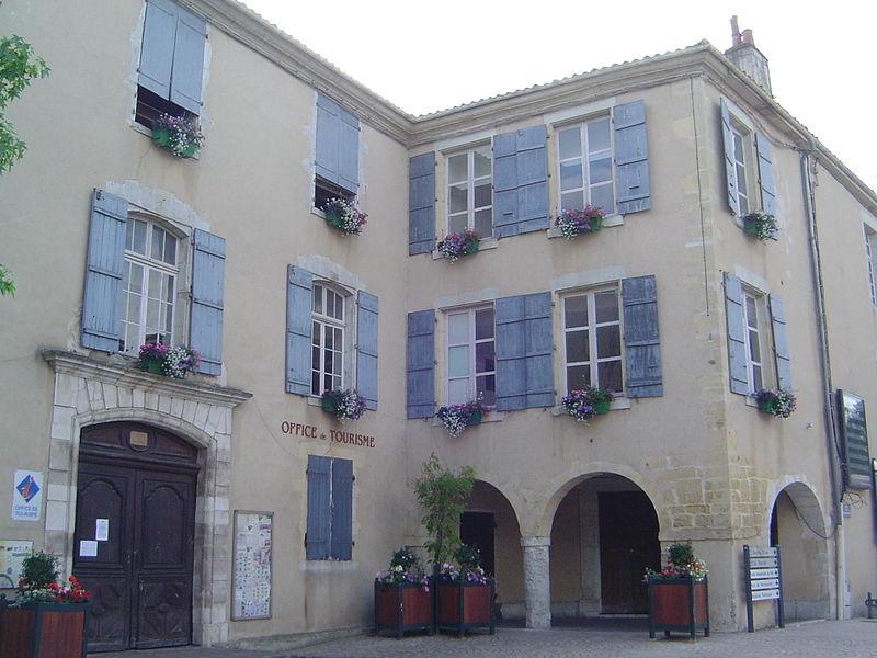 Photo du Monument Historique Maison du 18e siècle (ancienne sous-préfecture) situé à Saint-Sever