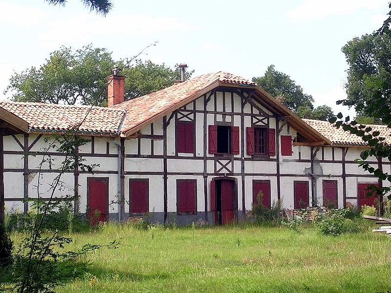 Photo du Monument Historique Ferme de Pouy situé à Solférino