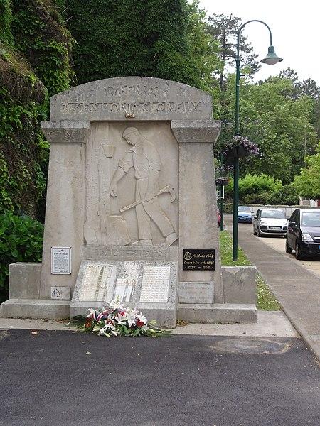 Photo du Monument Historique Monument aux morts de la guerre 1914-1918, situé près de l'église situé à Labenne