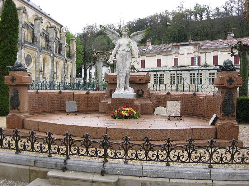 Photo du Monument Historique Monument aux morts de la guerre 1914-1918, situé près de l'église situé à Peyrehorade