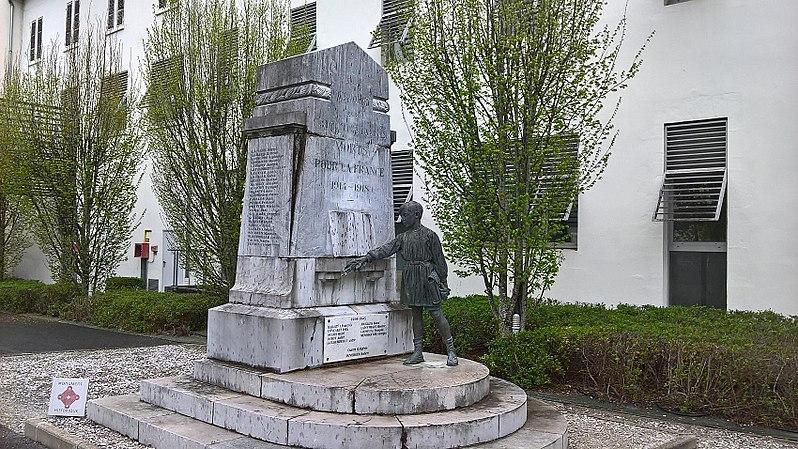 Photo du Monument Historique Monument aux Morts de la guerre 14-18 situé à Dax