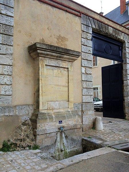 Photo du Monument Historique Fontaine Saint-Nicolas situé à Blois