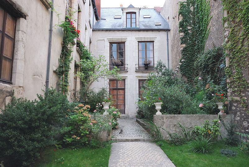 Photo du Monument Historique Maison, dite Hôtel Jacques de Moulins ou Hôtel de Rochefort situé à Blois