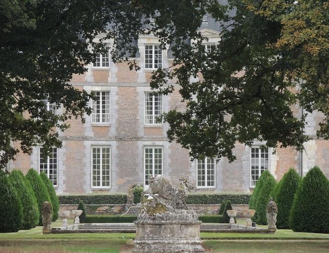 Photo du Monument Historique Château du Plessis-Fortia ou du Plessis-Saint-Amand situé à Huisseau-en-Beauce
