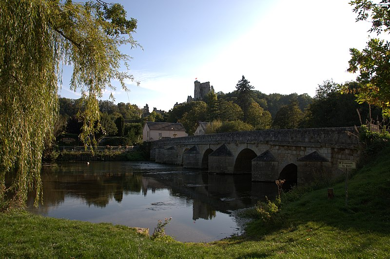 Photo du Monument Historique Pont sur le Loir situé à Lavardin