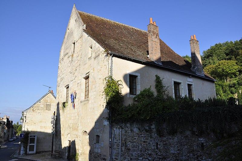 Photo du Monument Historique Presbytère situé à Lavardin