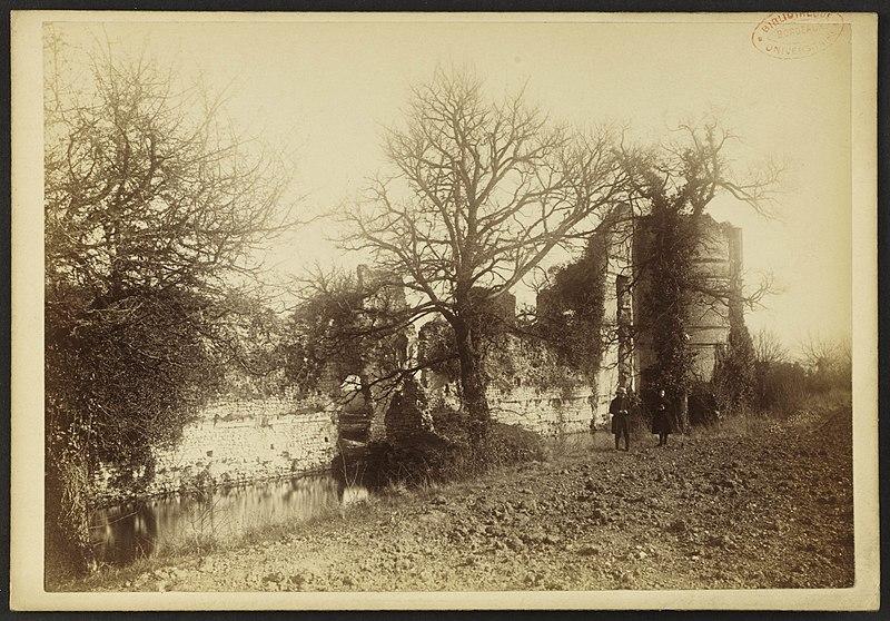 Photo du Monument Historique Château de Bury situé à Molineuf