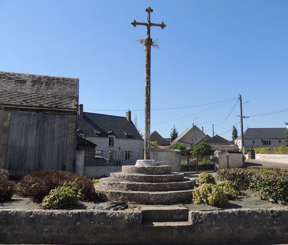 Photo du Monument Historique Croix en pierre situé à Ouzouer-le-Marché