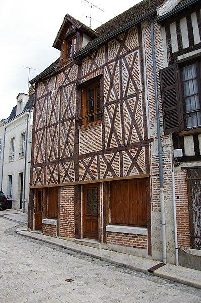 Photo du Monument Historique Maison à pans de bois situé à Romorantin-Lanthenay