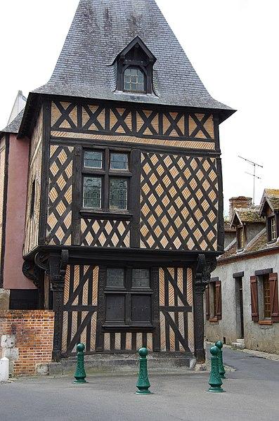 Photo du Monument Historique Maison en pans de bois ou Hôtel de la Chancellerie situé à Romorantin-Lanthenay