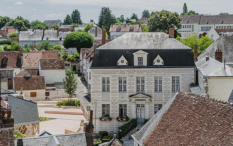 Photo du Monument Historique Maison, actuellement Trésor public situé à Saint-Aignan