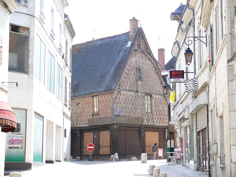 Photo du Monument Historique Maison à pans de bois situé à Saint-Aignan
