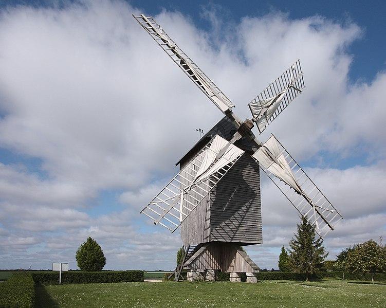 Photo du Monument Historique Moulin à vent situé à Talcy