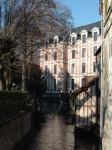 Photo du Monument Historique Ancien lycée Ronsard situé à Vendôme