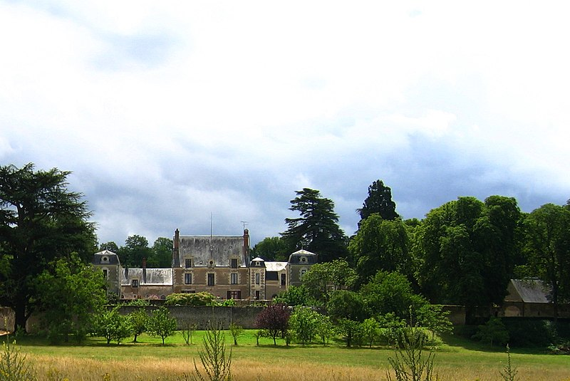 Photo du Monument Historique Château de la Pigeonnière situé à Chailles