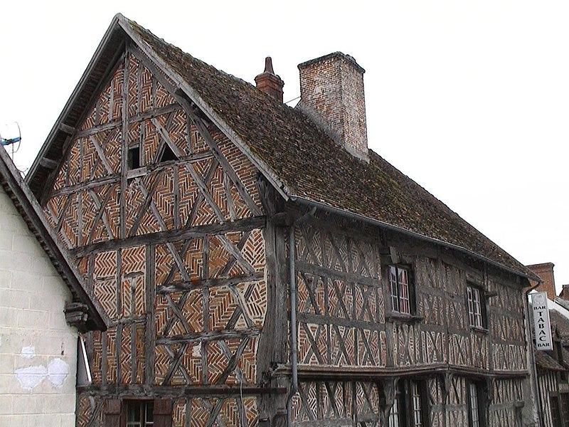 Photo du Monument Historique Maison à pans de bois de la fin du 15e siècle et du début du 16e siècle situé à Courmemin