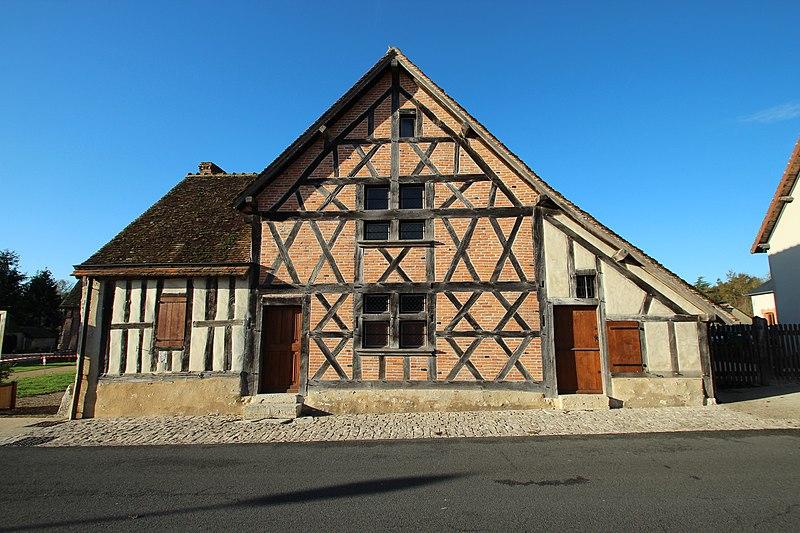 Photo du Monument Historique Maison à pans de bois dite La Forge (ancienne auberge) situé à Veilleins