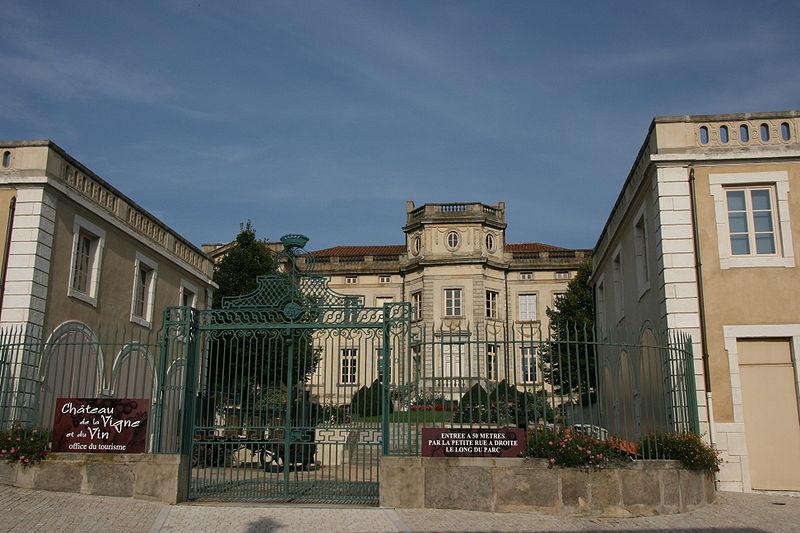 Photo du Monument Historique Château-Chabert situé à Boën