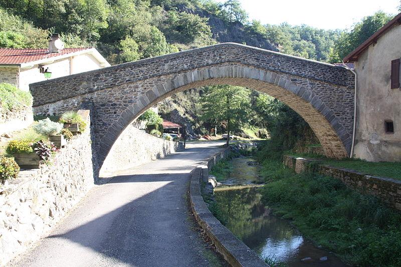 Photo du Monument Historique Pont sur la Durèze (vieux) situé à Chagnon