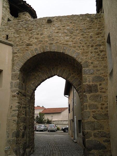 Photo du Monument Historique Enceinte situé à Champdieu