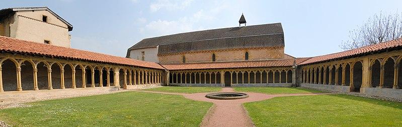 Photo du Monument Historique Couvent des Cordeliers  (également sur commune de Saint-Nizier-sous-Charlieu) situé à Charlieu