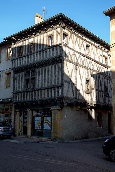 Photo du Monument Historique Maison à pans de bois situé à Charlieu