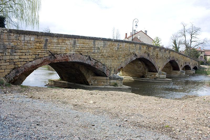 Photo du Monument Historique Pont de pierre sur le Sornin (vieux) situé à Charlieu