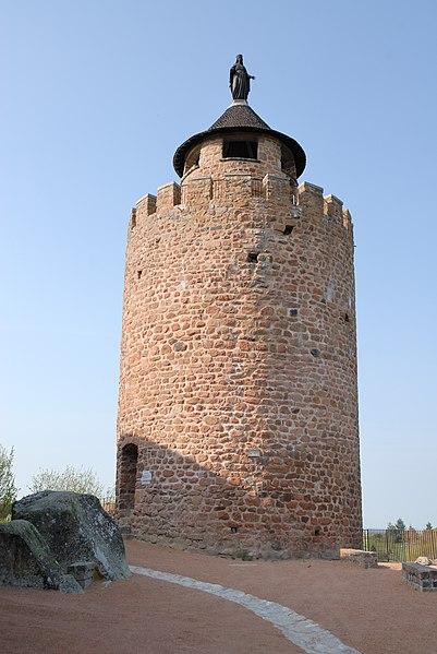 Photo du Monument Historique Donjon (restes) situé à Le Crozet