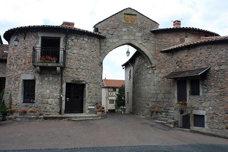 Photo du Monument Historique Rempart situé à Le Crozet