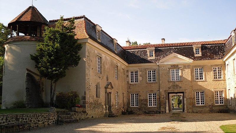 Photo du Monument Historique Château de Goutelas situé à Marcoux