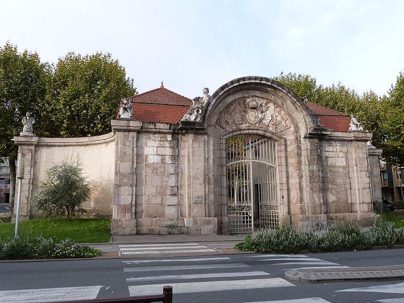 Photo du Monument Historique Caserne de Vaux situé à Montbrison