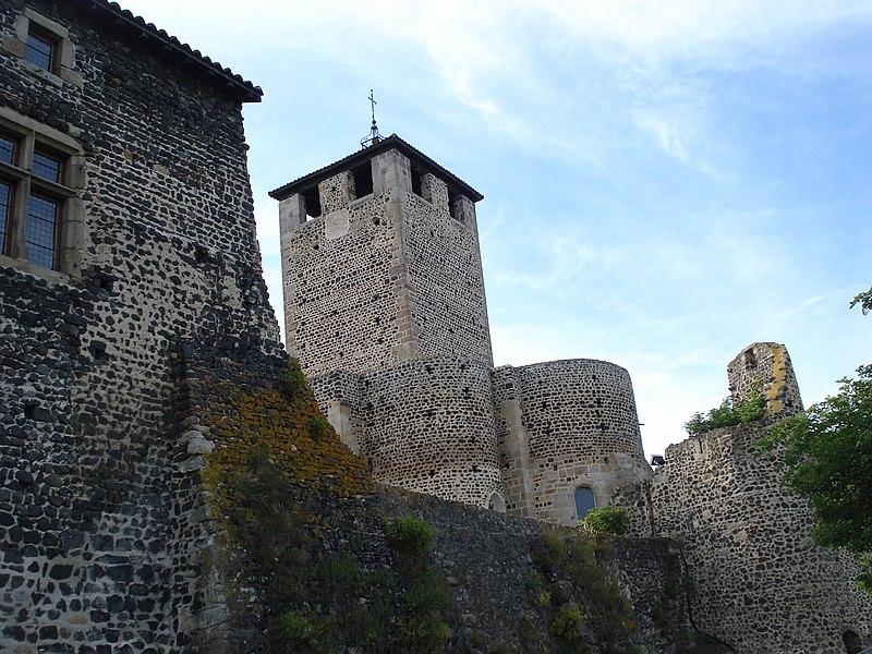 Photo du Monument Historique Eglise, ancien prieuré et remparts situé à Montverdun