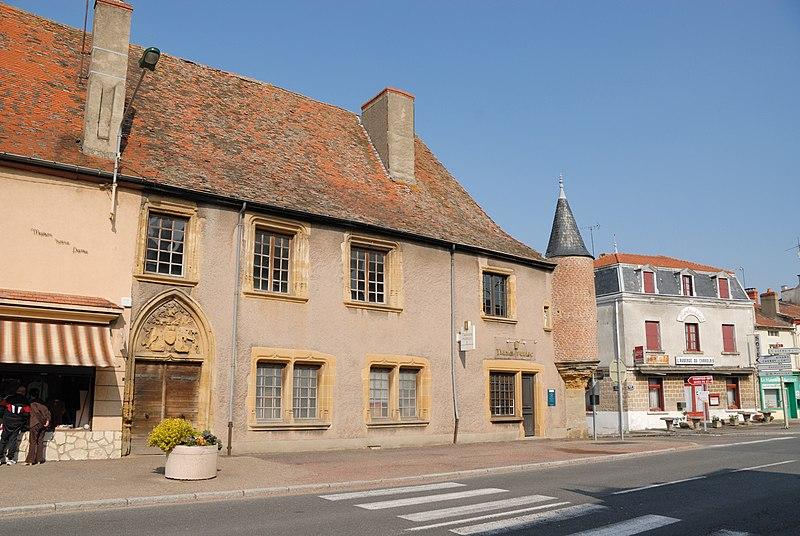 Photo du Monument Historique Maison situé à La Pacaudière