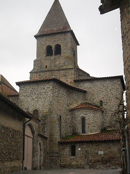 Photo du Monument Historique Eglise Saint-Julien situé à Pommiers