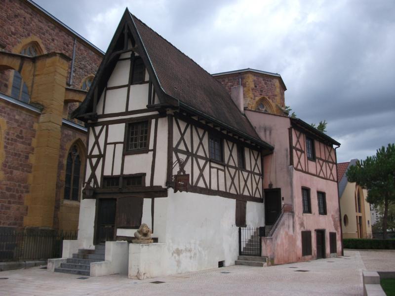 Photo du Monument Historique Maison à pans de bois situé à Roanne