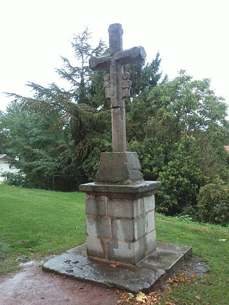 Photo du Monument Historique Croix de cimetière situé à Saint-Etienne-le-Molard