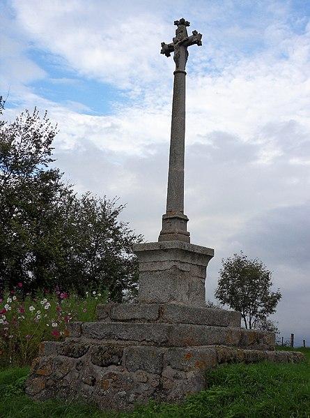 Photo du Monument Historique Croix de carrefour de Verrières situé à Saint-Germain-Laval