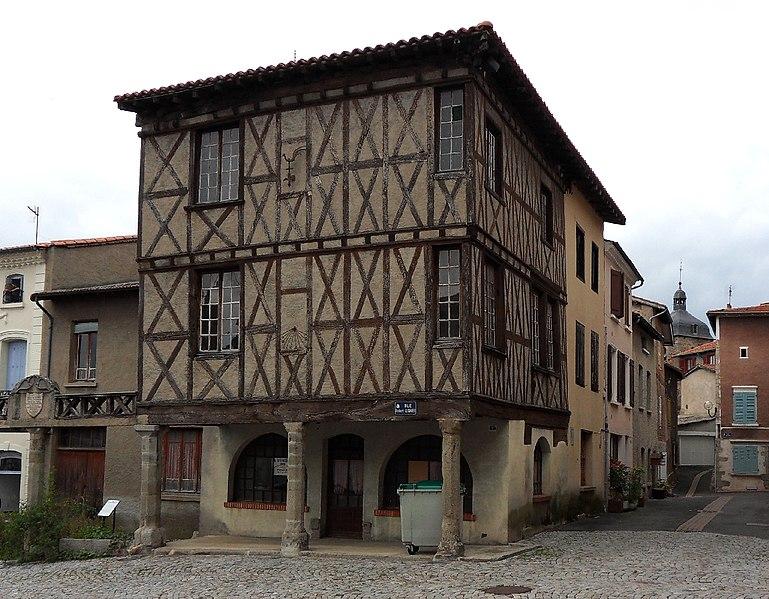 Photo du Monument Historique Maison du 15e siècle en bois situé à Saint-Germain-Laval
