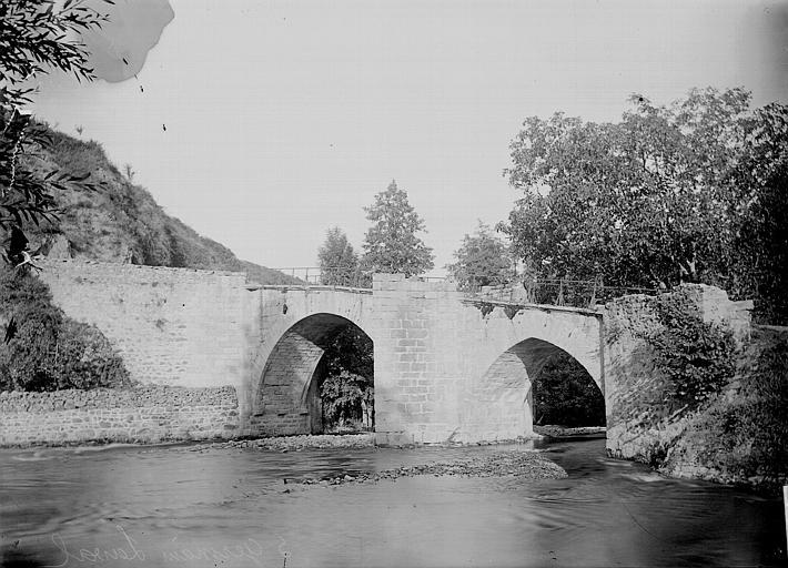 Photo du Monument Historique Pont sur l'Aix dit de Baffie situé à Saint-Germain-Laval