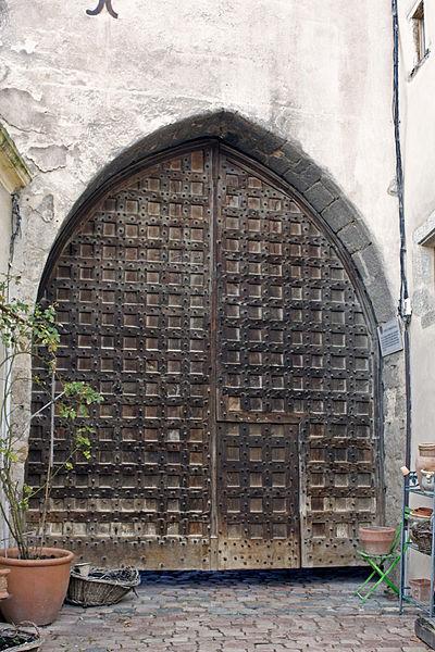 Photo du Monument Historique Porte de ville avec ses vantaux situé à Saint-Haon-le-Châtel