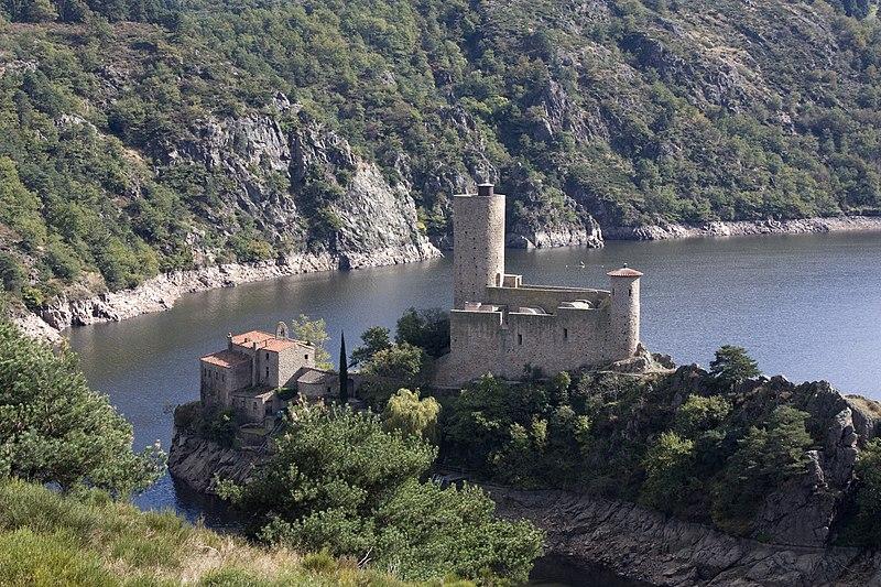 Photo du Monument Historique Château de Grangent (restes) situé à Saint-Just-Saint-Rambert