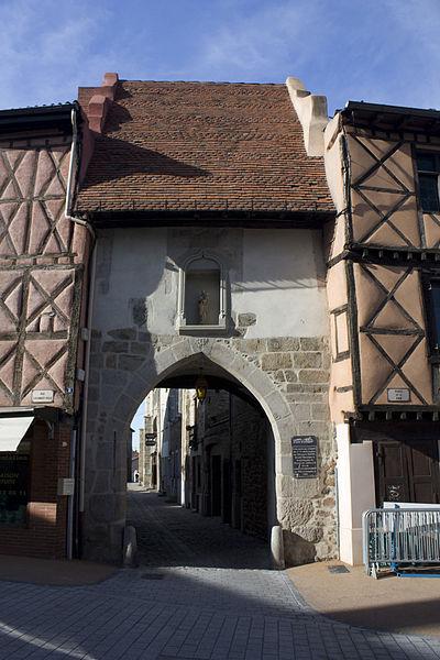 Photo du Monument Historique Porte dite de Franchise à Saint-Rambert situé à Saint-Just-Saint-Rambert