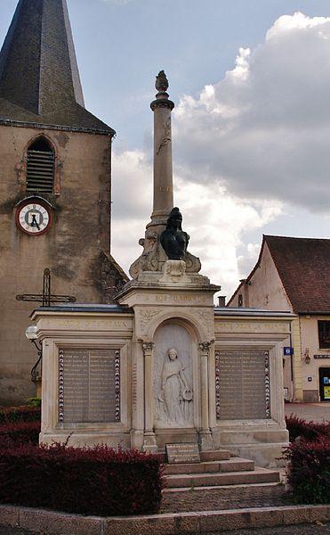 Photo du Monument Historique Monument aux morts situé à Saint-Martin-d'Estréaux