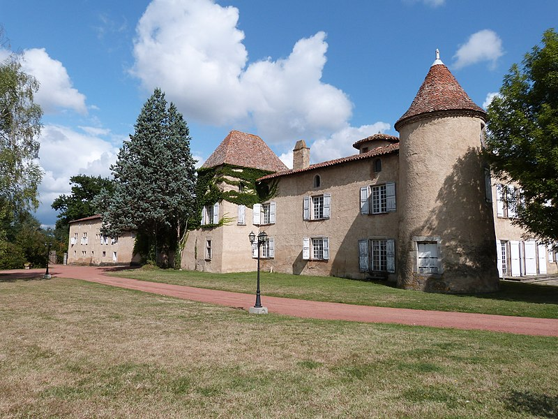Photo du Monument Historique Château de Montrouge situé à Savigneux