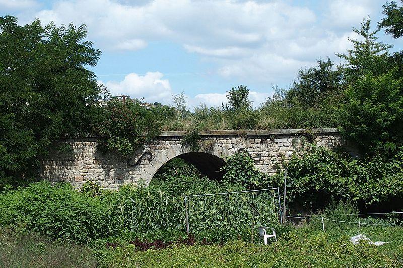 Photo du Monument Historique Pont du premier chemin de fer (également sur commune de Saint-Priest-en-Jarez) situé à Villars