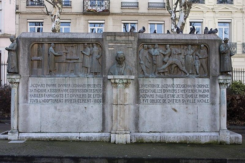 Photo du Monument Historique Monument Jacquard situé à Saint-Étienne