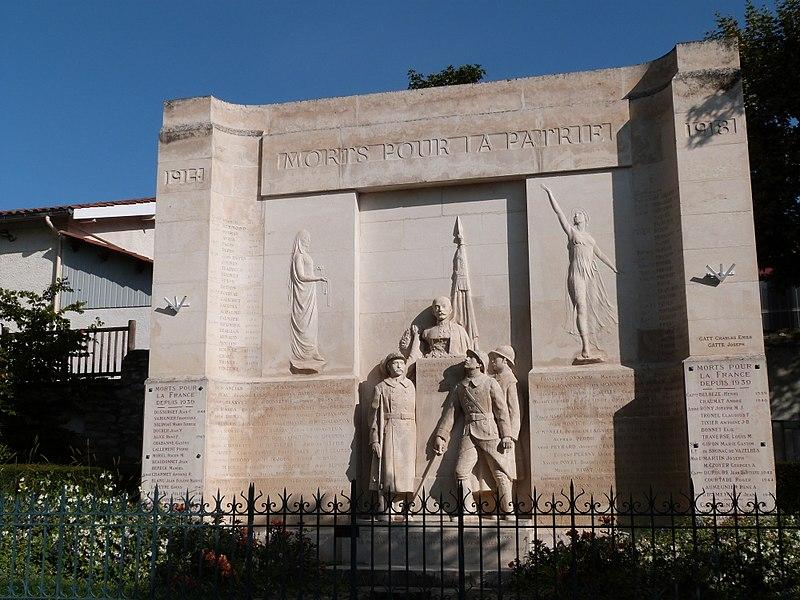 Photo du Monument Historique Monument aux morts situé à Montbrison