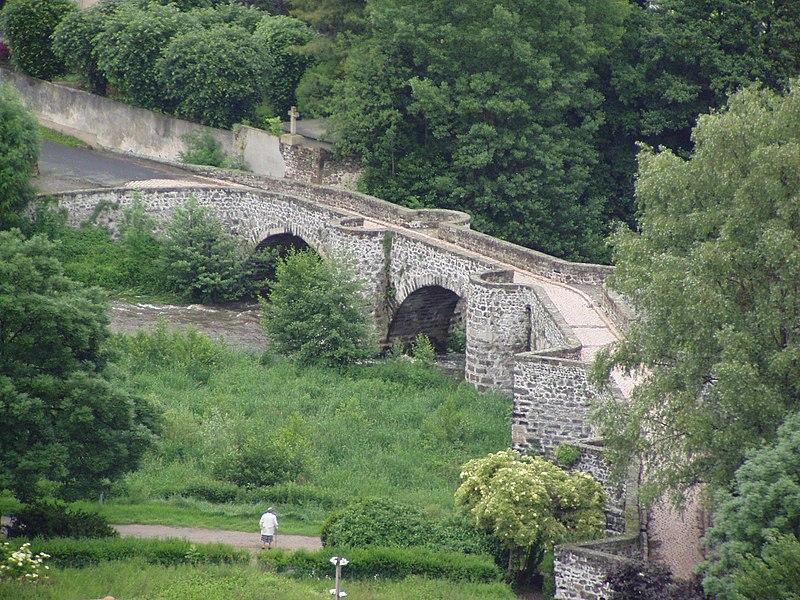 Photo du Monument Historique Pont de Roderie situé à Aiguilhe
